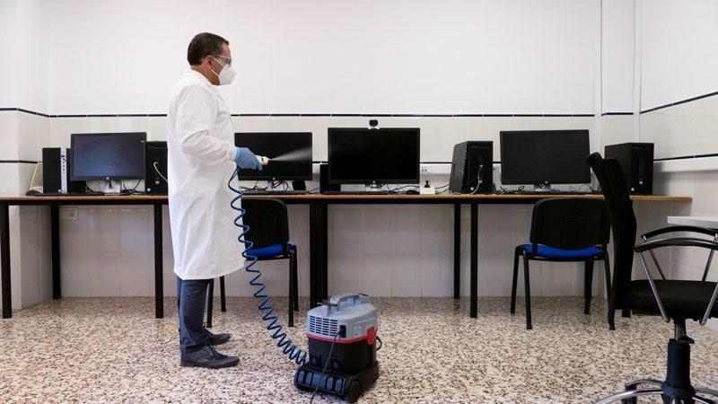 Nanokill sanitizadora de Noucolors con ordenadores