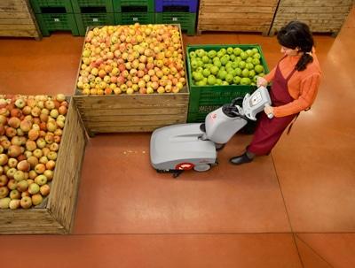 Entrega de una fregadora a baterías en un supermercado de Villamarxant, Valencia