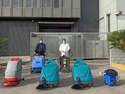 Hemos hecho la entrega de varias máquinas para la limpieza de las líneas en la panificadora de Paterna.