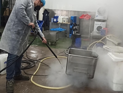 El equipo de vapor en seco ha solucionado el problema de limpieza en la panificadora de Albuixech.